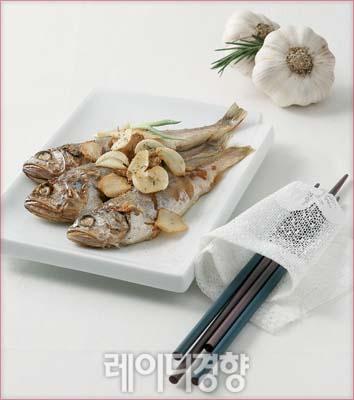 조기찜 + 구운 마늘칩